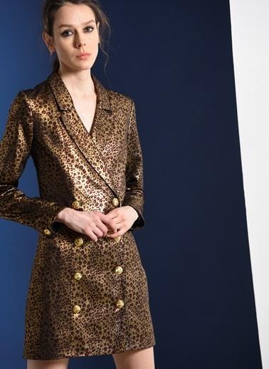 Zeynep Ökmen Leopar Desenli Vintage Düğmeli Ceket Elbise Altın